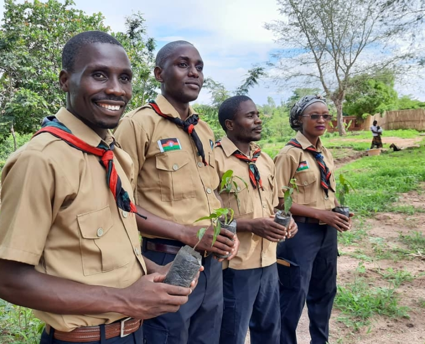 Malawian scouts planting trees